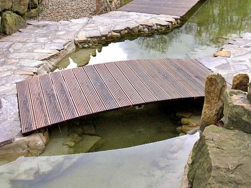 Teichbrücke auf Maß gefertigt