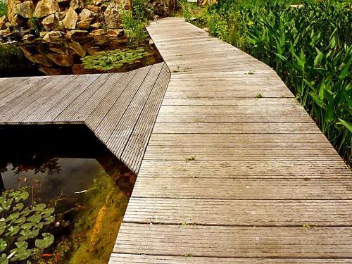 Laufrichtung für Teichstege festlegen
