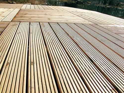 Gartensteg aus europäischem Holz