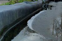 Kahle Folie am Ufer ist z.B. durch Eisplatten gefährdet