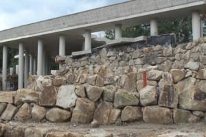 Mauerkonstruktion im NaturaGart Park
