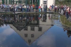 Parkbesucher am Teich