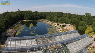 Blick über die Palmenhalle auf den Unterwasserpark