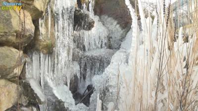 Zu Eis erstarrter Wasserfall