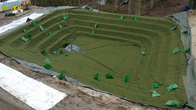 Mit Verbundmatte ausgelegte Teichgrube