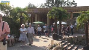Besucher der Teichmesse