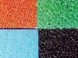 Die Farben geben Aufschluss über die Dichte der Poren (ppi - pores per inch: Poren pro Zoll) des Filtermaterials.