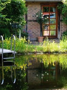 Ein Schwimmteich nach dem Selbstbau-Prinzip ist tausendfach erprobt worden. Die Fehlerquellen sind bekannt und können vermieden werden.