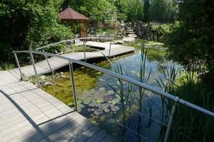 """Ein """"ganz normaler"""" Teich im NaturaGart-Park, der in der Zwischenzeit zu einem Freizeitpark geworden ist"""