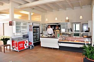 Tresenbereich des Café Seerose