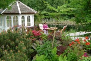 Individuelle Pflanzenplanung im Garten durch NaturaGart-Experten.