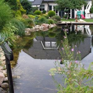 Schwimmteich schwimmteiche selber bauen mit naturagart for Gartenteich einsatz