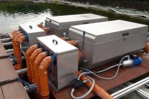 Filterstation West: Zwei Trommelfilter entnehmen Schlammpartikel und Algen. Zwei weitere Trommelfilter stehen auf der Ostseite.