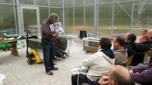 Ein Praxisteil findet in der Gärtnerei statt. Thema: Teich-Baumaterialien.