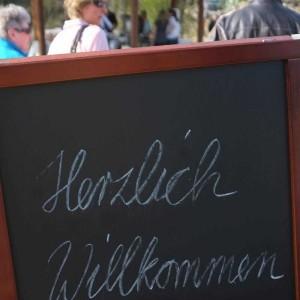 Die Teichmesse begrüßt seine Besucher. Bei der Messe geht es nicht nur um Teiche, sondern vielmehr um ein positives Lebensgefühl im Garten.