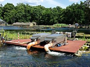 Trommelfilter am Unterwasserpark: Mehrere der Anlagen sind an diesem Tauchsee aufgestellt. Enorme Wassermengen können durch Trommelfilter autonom umgewälzt und gereinigt werden.
