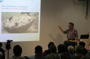 Norbert Jorek erklärt, warum der Teichschlamm raus muss