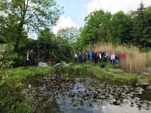 Beim Teichbau-Seminar wird die Praxis am Objekt gezeigt.