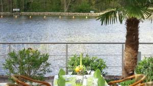 Eine sehr beliebte Veranstaltung von NaturaGart: das Abendbuffet am See und am Tempelteich.