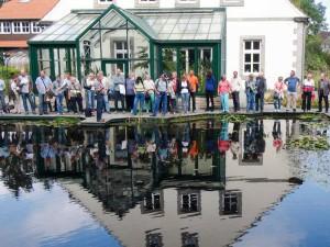 Während der Teichmesse findet an mehreren Terminen am Tag eine Führung durch die Teichanlagen des Parks statt.