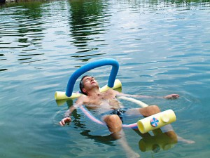 Schwimmteich im eigenen Garten: Natur, Erholung und Freizeitspaß.
