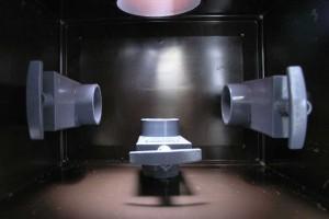 Der Schacht der Ziel-Saug-Technik von oben gesehen: mit den Schiebern kann man den Wasserfluss regeln.
